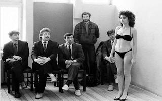 Жури оглежда кандидатка за МИС Рига/Латвия/1988 г