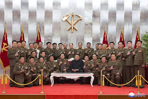 Kim Jong Un confers Paektusan commemorative pistols