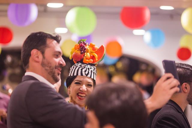 Apresentações artísticas de Humor e Circo durante a recepção do evento inauguração do Spaces Cinelândia no RJ.