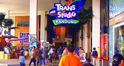sampai wahana permainan dan hiburan yang menyenangkan 20 Tempat Wisata Di Bandung Yang Wajib Dikunjungi