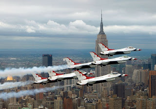 https://commons.wikimedia.org/wiki/File:F-16_Fighting_Falcons_above_New_York_City.jpg