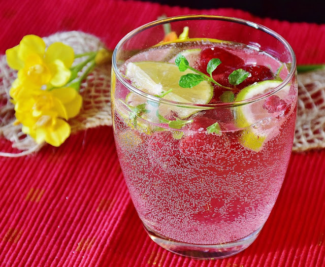 acqua detox alle fragole