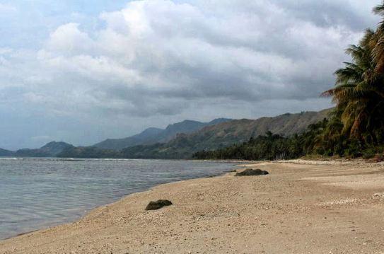 Destinasi Wisata Pasir Putih Pesuloang Majene
