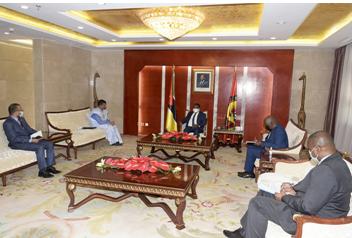 السفير محمد يسلم بسيط يُستقبل من قبل رئيس الموزمبيق مبعوثا من طرف الرئيس الصحراوي.