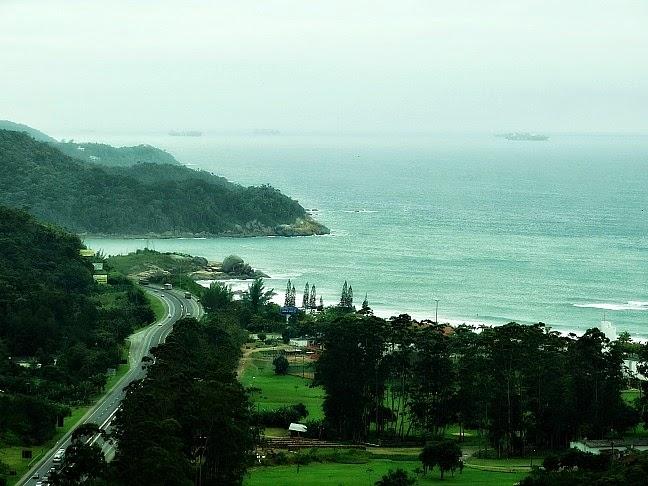 Praia da Ilhota vista do Mirante do Encanto, em Itapema