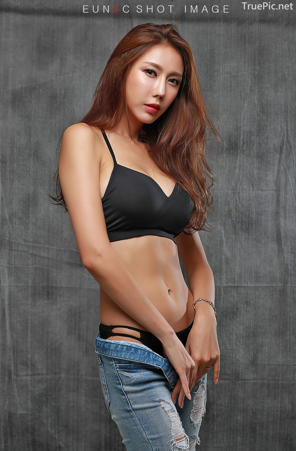 Image-Korean-model-Choi-Ye-Rok-Back-Lingerie-and-Jean-TruePic.net- Picture-3