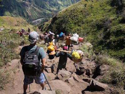 http://www.lomboksociety.com/2019/09/the-difficult-trek-in-rinjani-mountain.html