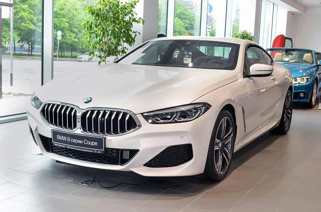 BMW 840d вид спереди справа