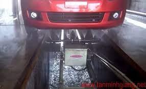 Hệ thống xịt rửa gầm ô tô tự động