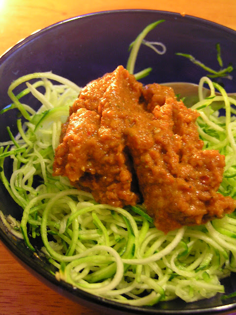 zucchini noodles with raw marinara