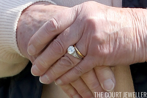 The Sunday Ring Queen Elizabeth IIs Engagement Ring The Court