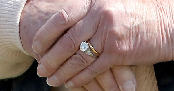 The Sunday Ring Queen Elizabeth Ii S Engagement Ring