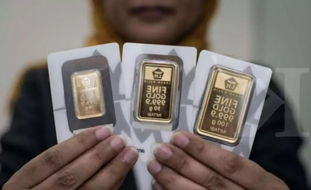 Price: The clerk showed the gold bars at the Emas (gold) Logam Mulia Boutique Mall Ambasador, Jakarta