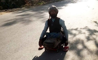 जौनपुर : गाजीपुर से जौनपुर 'हाथ गाड़ी' के सहारे पहुंच गया दिव्यांग