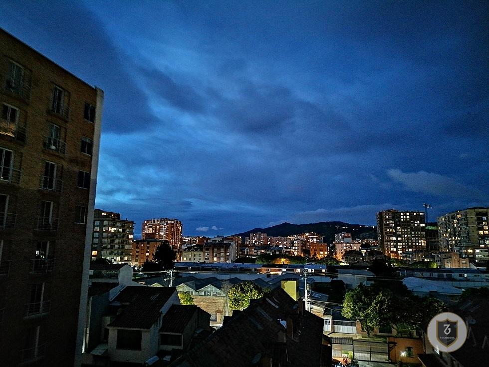 Esta es una fotografía del Huawei Y8p, el nuevo teléfono de Huawei en Colombia