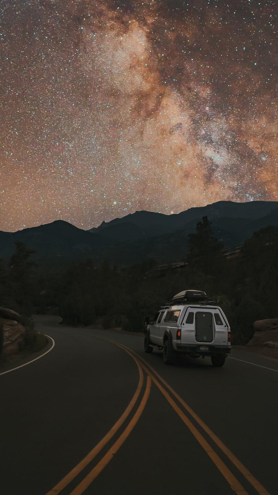 Road under night sky wallpaper