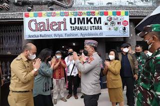 Kunjungi Galeri UMKM Taput,  Kapolda Sumut Berpesan Kepada Pemilik Untuk Tetap Bersinergi Dengan Pemkab