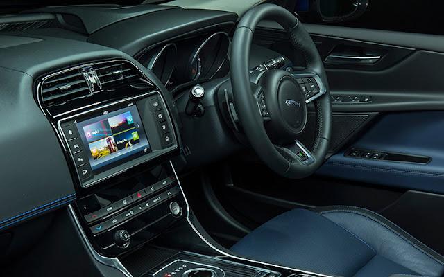 Jaguar XE 2020 có thiết kế vô lăng lấy cảm hứng từ I-Pace