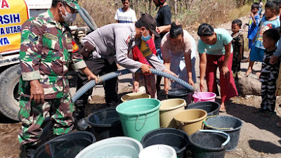 Polsek Pringgabaya Salurkan Air Bersih Bagi Warga Dusun Semaya