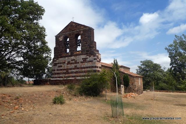 iglesia de los pueblos rojos de Segovia
