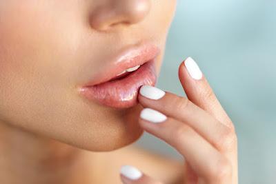 Mencegah bibir kering karena lipstik matte