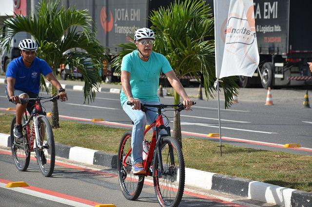 DEMOCRATIZANDO AS RUAS: Joaquim Neto inaugura primeira ciclofaixa de Alagoinhas na Av. Joseph Wagner