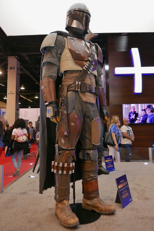 Pedro Pascal The Mandalorian costume