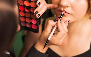 Descubra a data de validade de maquiagens e cosméticos