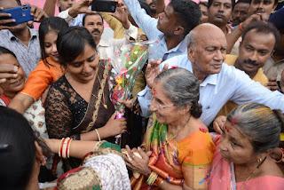 yashoda-ben-reaches-dhanbad