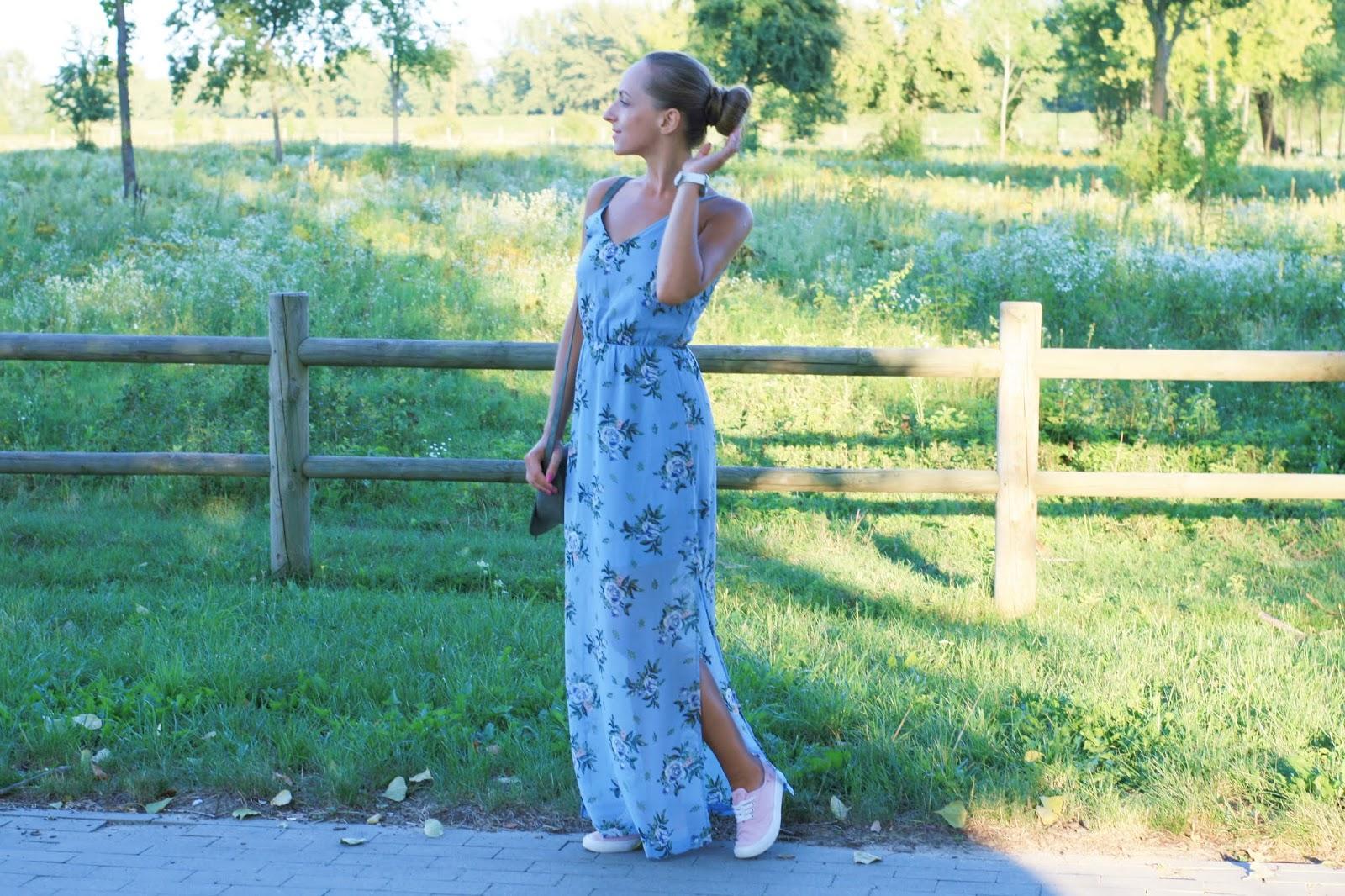 Floral maxi baby blue dress | Błękitna sukienka maxi z kwiatowym wzorem