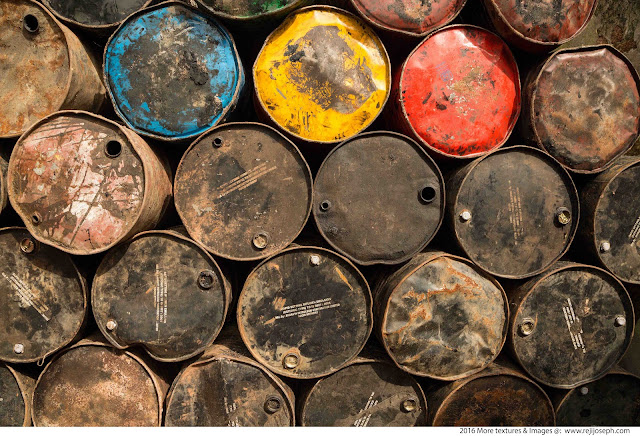 Rusty metal Oil can texture 00015