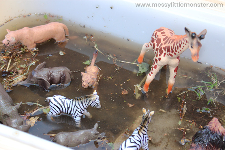 Washing muddy animals sensory bin for toddlers