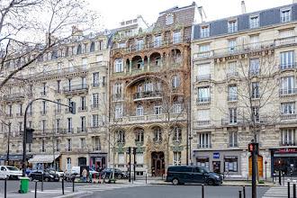 Paris : Immeuble Lavirotte au 29 avenue Rapp, chef-d'oeuvre Art Nouveau, foisonnement décoratif d'un érotisme potache  - VIIème