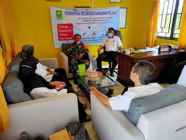 Babinsa Desa Cemaga Selatan bersama Camat dan Dinsos Kabupaten Natuna Bahas Kegiatan Karang Taruna