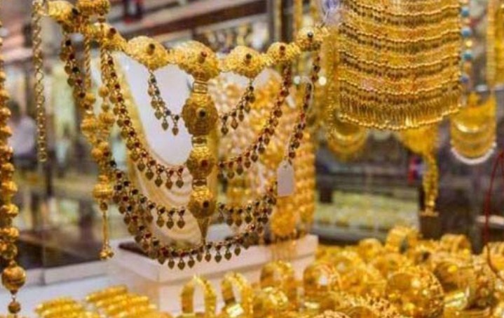 Gold price has gone up by Rs 400 per tola