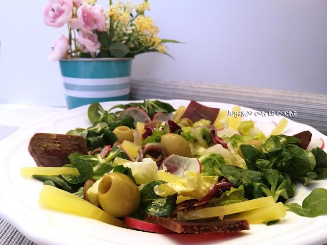 Ensalada Verde Con Mojama, Salazones Y Encurtidos