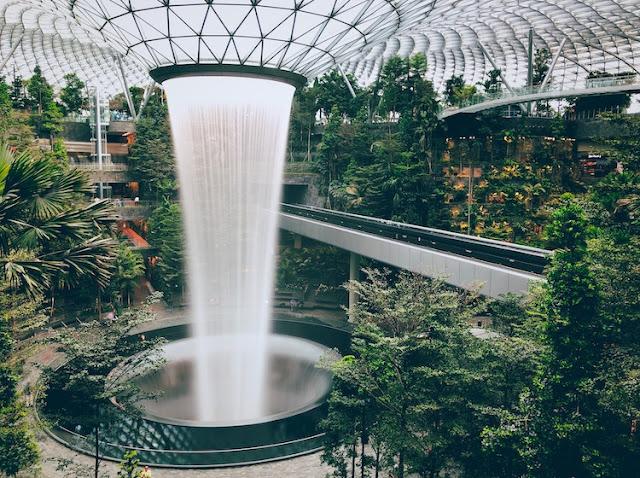 Mua giày ở singapore: Khám phá Jewel Changi Airport