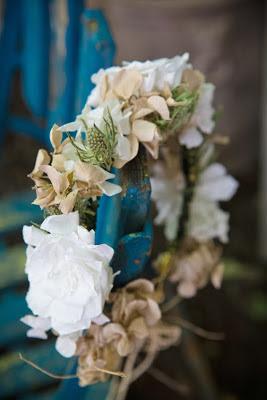 Corona flores blancos verdes y beiges Boda