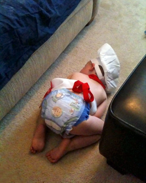 15+ Hilarious Pics That Prove Kids Can Sleep Anywhere - Nappin Like A Pro Cook