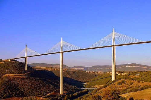 9. मिलाउ विआडुक्ट बिज, फ्रांस (Millau Viaduct Bridge, Midi-Pyrénées, France)