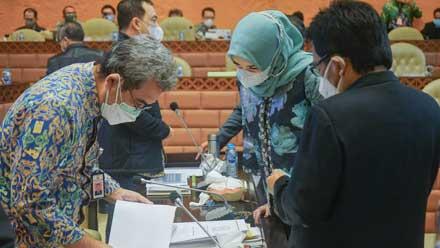 Athari Gauthi Ardi saat RDP dengan Kementrian PUPR