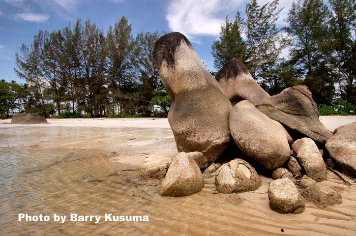Pantai Romodong di Bangka Belitung