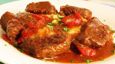 Juneći Paprikaš / Beef Stew