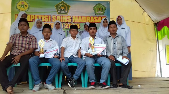 2 Siswa MA Mambaul Ulum Batu gungsing Raih 2 Trophy di Kompetisi Sains Madrasah