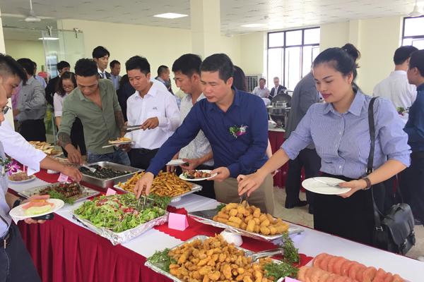 dat-tiec-buffet-o-ha-dong