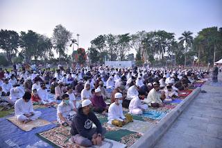 Wawako H.Maulana Jambi Bersama Masyarakat Laksanakan Sholat Ied idul Adha 1441 Hijriyah di Lapangan Balai Kota