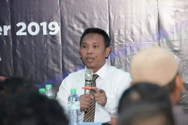 Politisi PDIP, Arteria Dahlan menyebut Isu PKI Barang Mati. Dia meminta masyarakat tak usah gaduh. Pernyataan tersebut, muncul dalam tayangan program Indonesia Lawyers Club ILC TV One tadi malam, Selasa (29/9/2020).