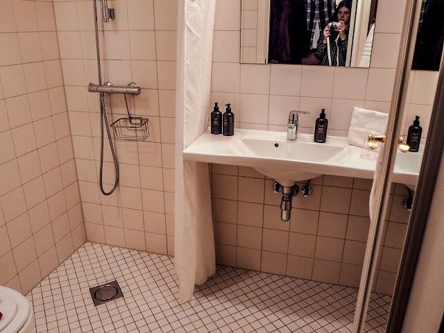 Ibsens Hotel, Copenhagen - minimalist bathroom