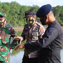 Komandan Batalyon ( Danyon ) C Pelopor Brimob, Ke Lokasi Penemuan Bom Untuk Memastikan Area Aman  Dan Steril