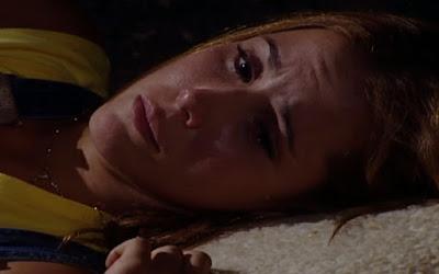 Laços de Família:  Íris dorme no chão frio – Haja Coração: Felipe desmascara Carmela